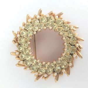 BSK green wreath shape brooch/ pin
